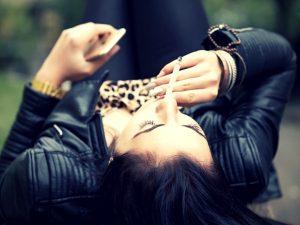 Ey, celosa: 6 Razones por las que deberías dejar de odiar a la ex de tu novio